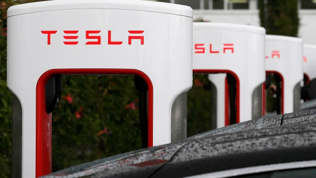 Tesla Says Cause of Fatal Crash Not Yet Known Without Car's Logs