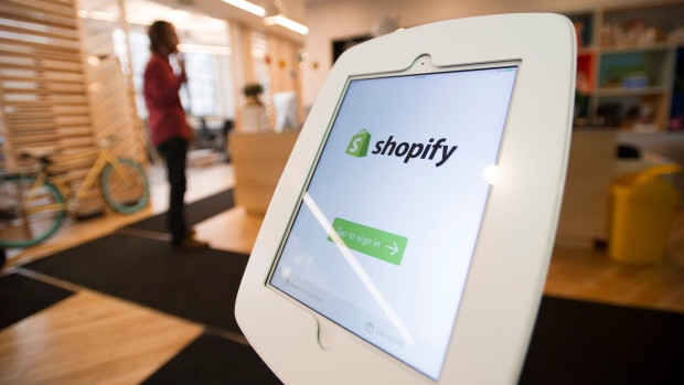 Shopify battles the scammers behind fake web stores - BNN