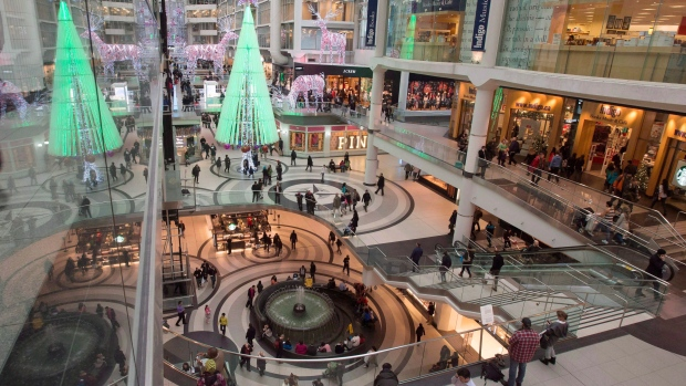 Eaton Centre holiday shoppers