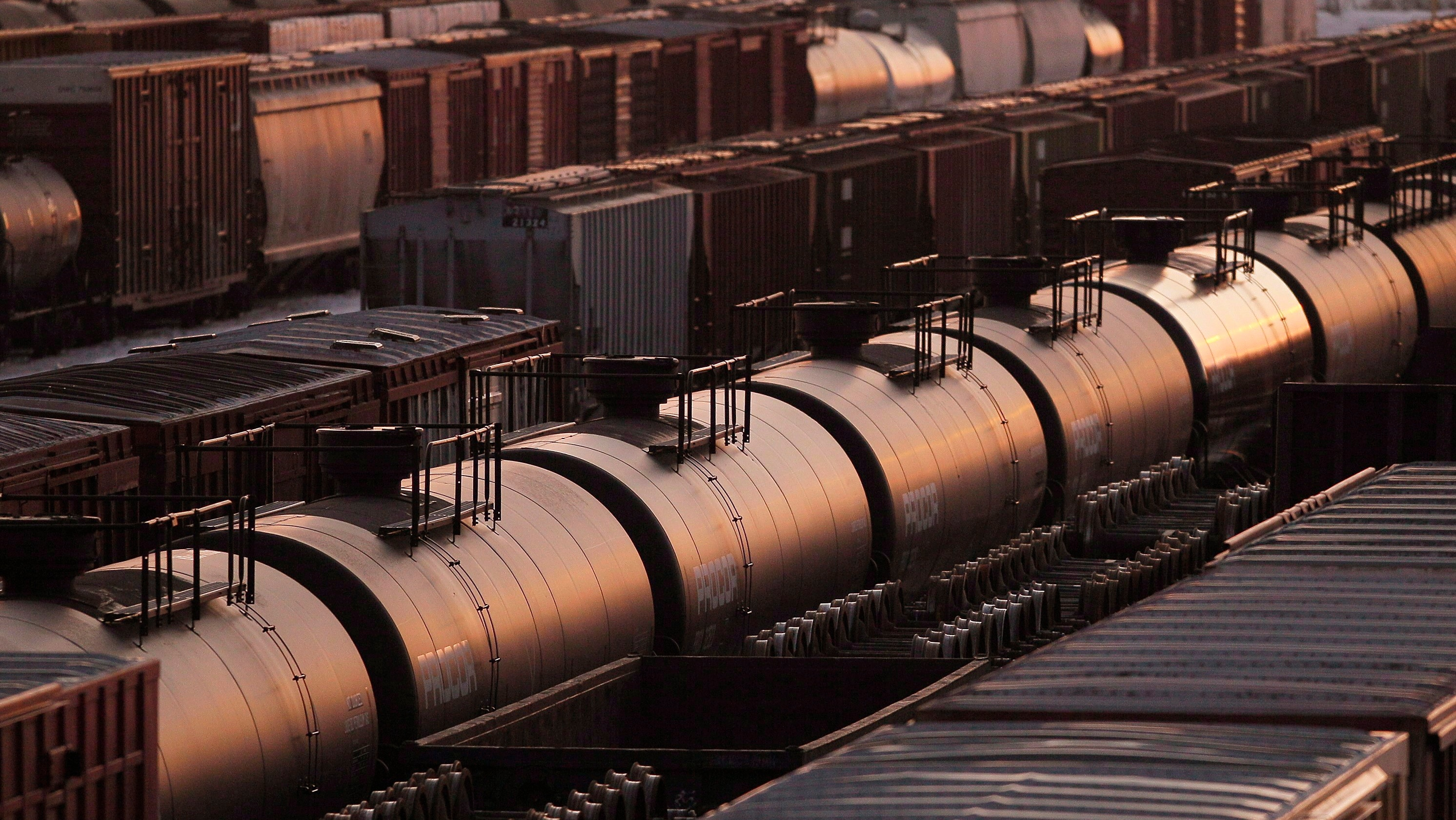 Alberta Expects $1.7 Billion Profit From Crude-by-Rail