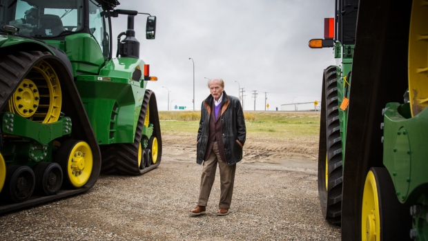 Jim Pattison Visits A Agriculture Dealership In Moosomin Saskatchewan Ben Nelms Bloomberg