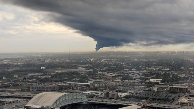 24e6f5351 Houston Chemical Fires to Rage for Two Days Until Fuel Burns Out - BNN  Bloomberg