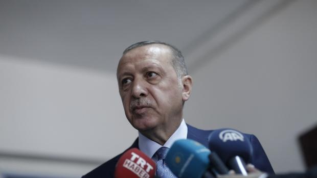 Lira Resumes Retreat Even as Turkish Swap Rates Surpass 1,000%