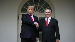 U.S. President Donald Trump speaks with Benjamin Netanyahu, Israel's prime minister, right, while standing for photographs in the Rose Garden of the White House in Washington, D.C., U.S., on Monday, March 25, 2019.