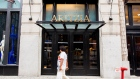 A shopper passes in front of a Aritzia LP store in New York, July 18, 2016. Bloomberg/David Williams