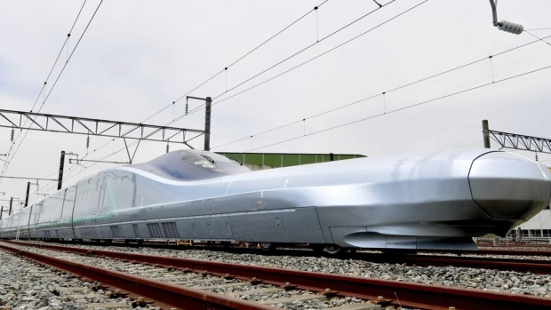 Japan tests worlds fastest bullet train