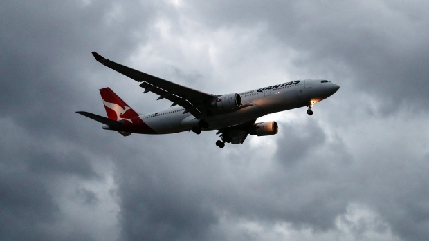 American, Qantas Get Early Approval for Trans-Pacific