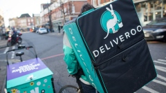 A food delivery cycle courier waits for orders from Deliveroo, operated by Roofoods Ltd., in London, U.K., on Thursday, Dec. 22, 2016. The food delivery business model has proven attractive to venture capitalists, who last year poured $5.5 billion into food-delivery companies globally, according to research firm CB Insights.