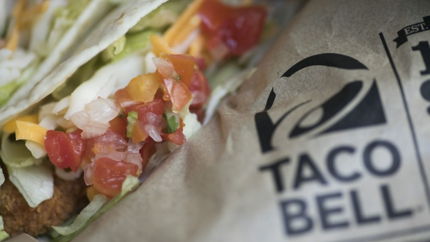 Yum sales climb as Taco Bell leads charge, Pizza Hut inches back