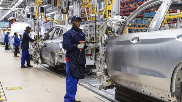 Workers assemble BMW AG X3 sport utility vehicles (SUV) on the production line at the BMW South Africa Pty Ltd. Rosslyn plant in Midrand, South Africa, on Thursday, Aug. 30, 2018. South Africa's government is close to agreeing to new tax breaks for international carmakers including Toyota Motor Corp., Ford Motor Co. and BMW AG in return for initiatives to boost jobs and exports, according to Trade and Industry Minister Rob Davies. Photographer: Stefan Kleinowitz/Bloomberg