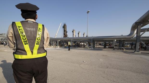 Saudi aramco s abqaiq crude oil processing plant
