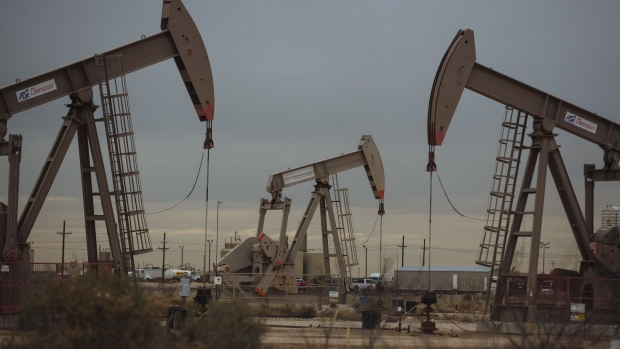 Pump Jacks extract crude oil from oil wells in Midland, Texas, U.S., on Monday, Dec. 17, 2018. Once the shining star of the oil business, gasoline has turned into such a drag on profits that U.S. refiners could be forced to slow production in response. Photographer: Angus Mordant/Bloomberg