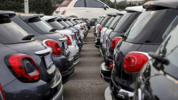 Used Fiat Chrysler Automobiles (FCA) automobiles sit on the forecourt of one of the company's car dealerships in Rome, Italy, on Thursday, Oct. 31, 2019. PSA Group and Fiat Chrysler Automobiles NV's plan to combine would create the world's fourth-largest automaker, overtaking General Motors Co. Photographer: Alessia Pierdomenico/Bloomberg