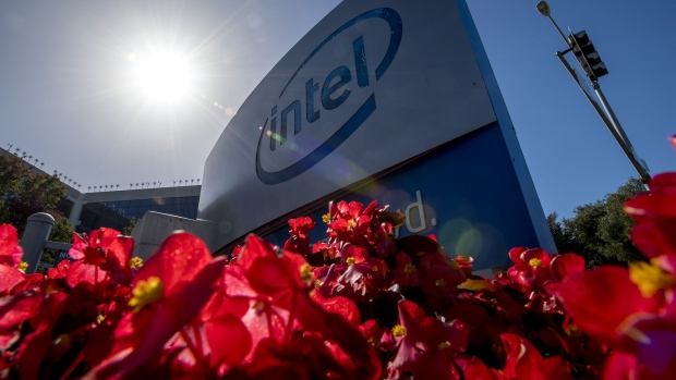 Intel Corp. signage is displayed at the entrance to the company\'s headquarters in Santa Clara, California. Photographer: David Paul Morris/Bloomberg