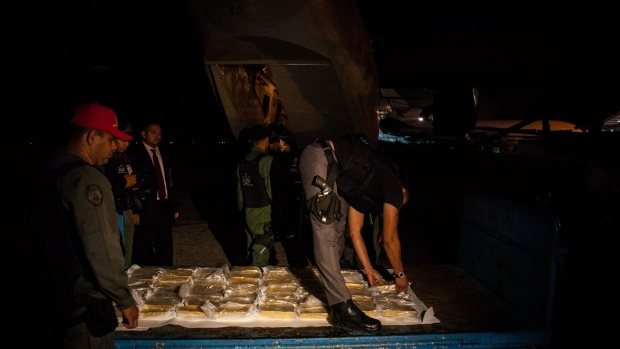 Members of the military transportation agency unload gold bars from a plane for transport to the Central Bank of Venezuela in Caracas on March 22, 2018.