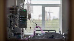A patient with Covid-19 lies connected to a ventilator in the intensive care unit (ICU) at Moscow City Clinical Hospital 52 in Moscow, Russia, on Tuesday, May 12, 2020. Russia has the world's second-highest number of coronavirus infections at 290,678 so far. Photographer: Andrey Rudakov/Bloomberg
