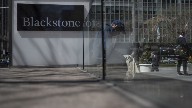Pedestrians pass in front of Blackstone Group LP headquarters in New York, U.S., on Friday, April 14, 2017. Photograph: Victor J. Blue/Bloomberg Photographer: Victor J. Blue/Bloomberg