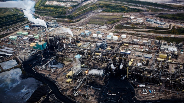 Oil sands carbon cuts come with US$60-billion bill, loose ends - BNN Bloomberg