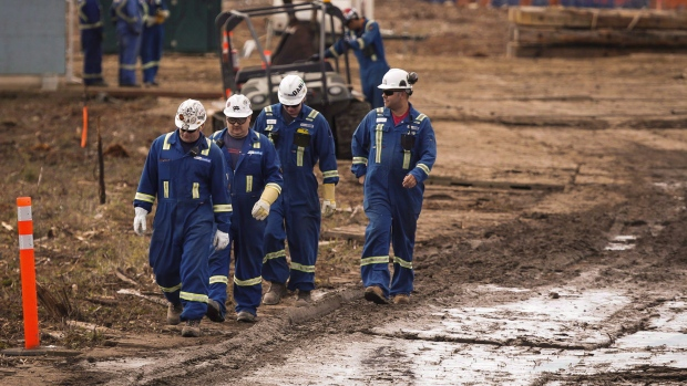 Heavy grades jump on oil sands production outages