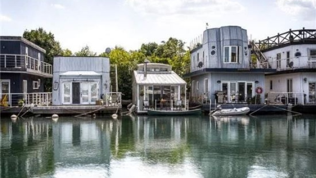 House boats in Toronto
