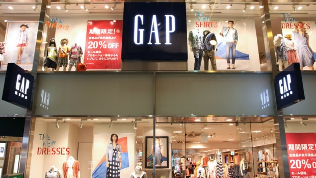 Gap CEO Art Peck to leave as clothing retailer cuts earnings forecast