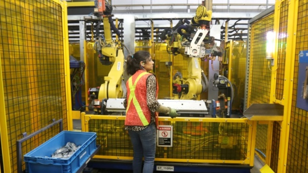 Canadian economy lost 1800 jobs in October, unemployment rate steady at 5.5%