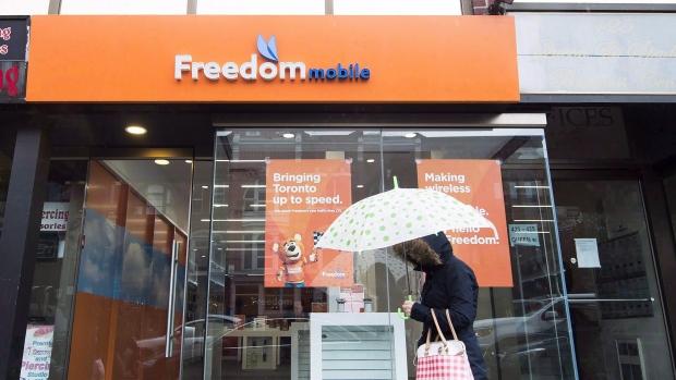 Union Protests Freedom Mobile Call Centre Closure In