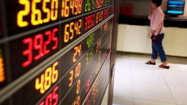 U.S. stocks wobble as chip weakness hits
